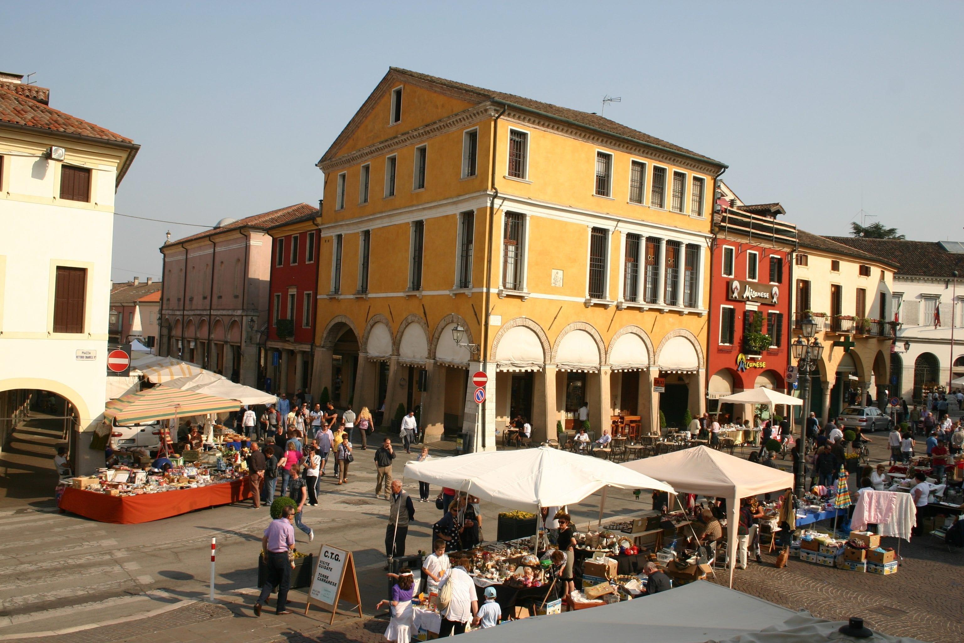 0ec44162028c Il Comune di Piove di Sacco ha istituito un mercatino dell'usato e  dell'antiquariato denominato Mercatino dei Portici che si tiene ogni 2^  domenica del mese ...